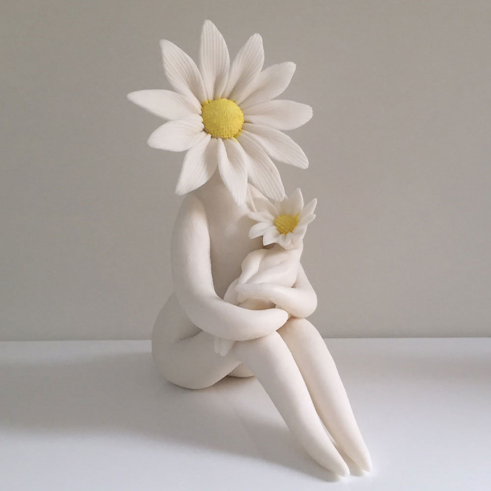 daisy mum with baby sculpture.